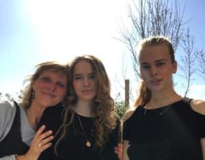 Ela, Nika and me outside