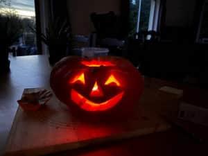 Holiday - Halloweenpumpkincarving 3